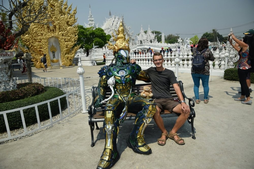 A strange fellow lurking around the white temple